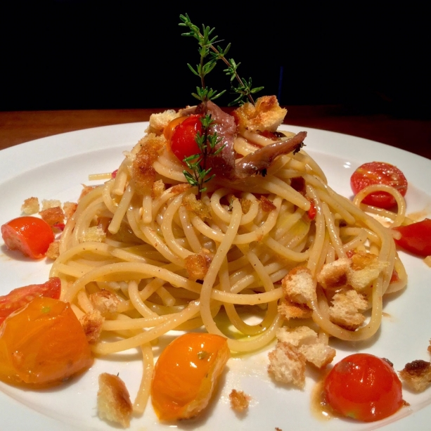 Spaghetti with anchovies and tomatoes